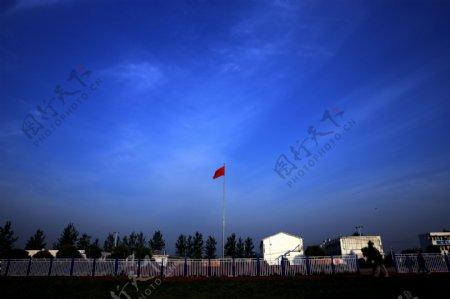 蓝天下的五星红旗