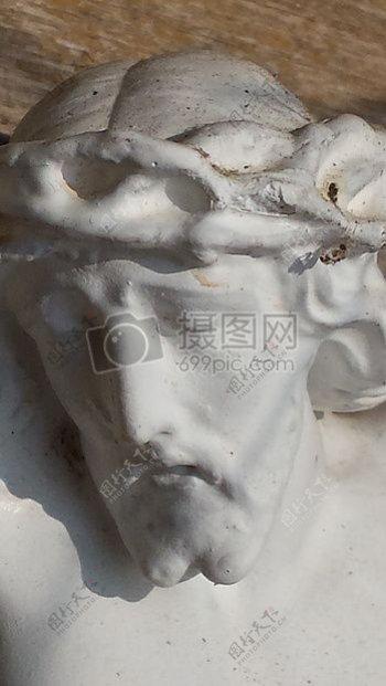 白色男人雕塑