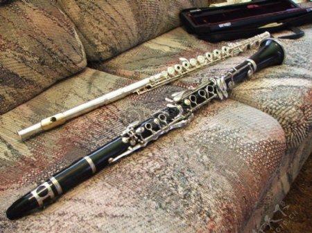 沙发上的乐器