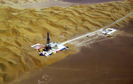 工业生产沙漠工厂图片
