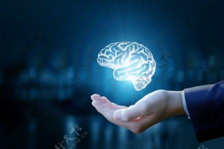 手托发光的大脑创意合成图片背景