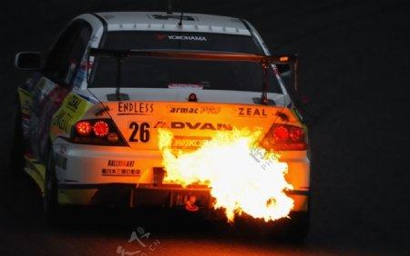 白色汽车跑车火焰背景