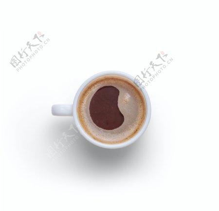 纯色背景下的咖啡