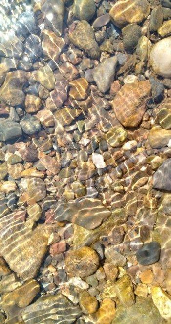 水中鹅卵石