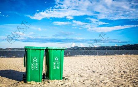 海滩沙滩垃圾桶摄影