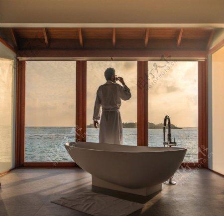 酒店沐浴男人图片