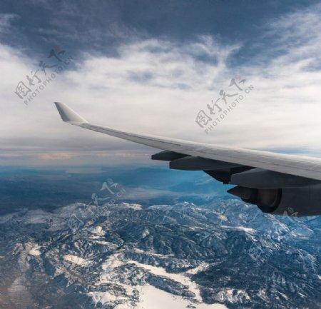飞机翅膀图片