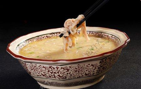 豌豆肥肠豆汤图片