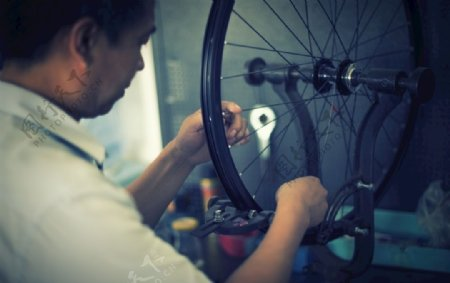 自行车修理图片