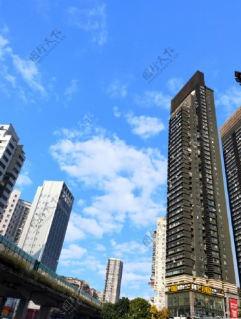 蓝天白云高楼图片